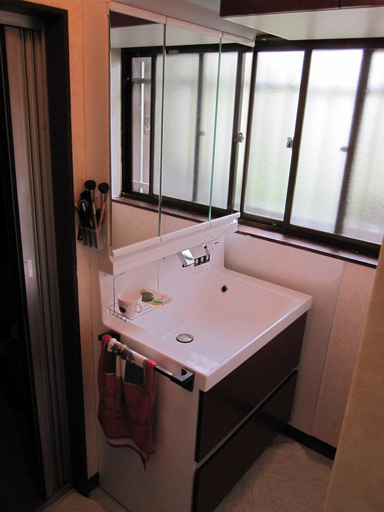 廊下の床の張り替え工事・洗面化粧台の交換工事|埼玉県川越市のS様邸