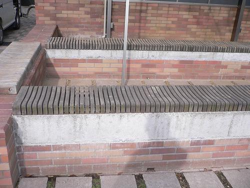 大学キャンパス内のベンチ補修工事|埼玉県の某大学