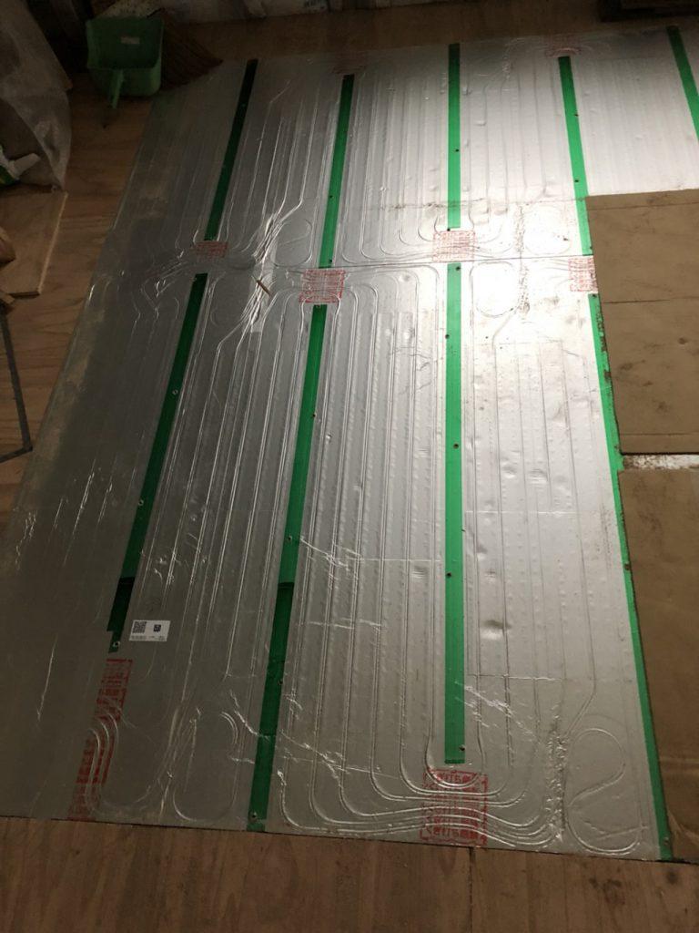 床暖房(温水式)のリフォーム工事|東京都板橋区のお客様宅にて内装工事中