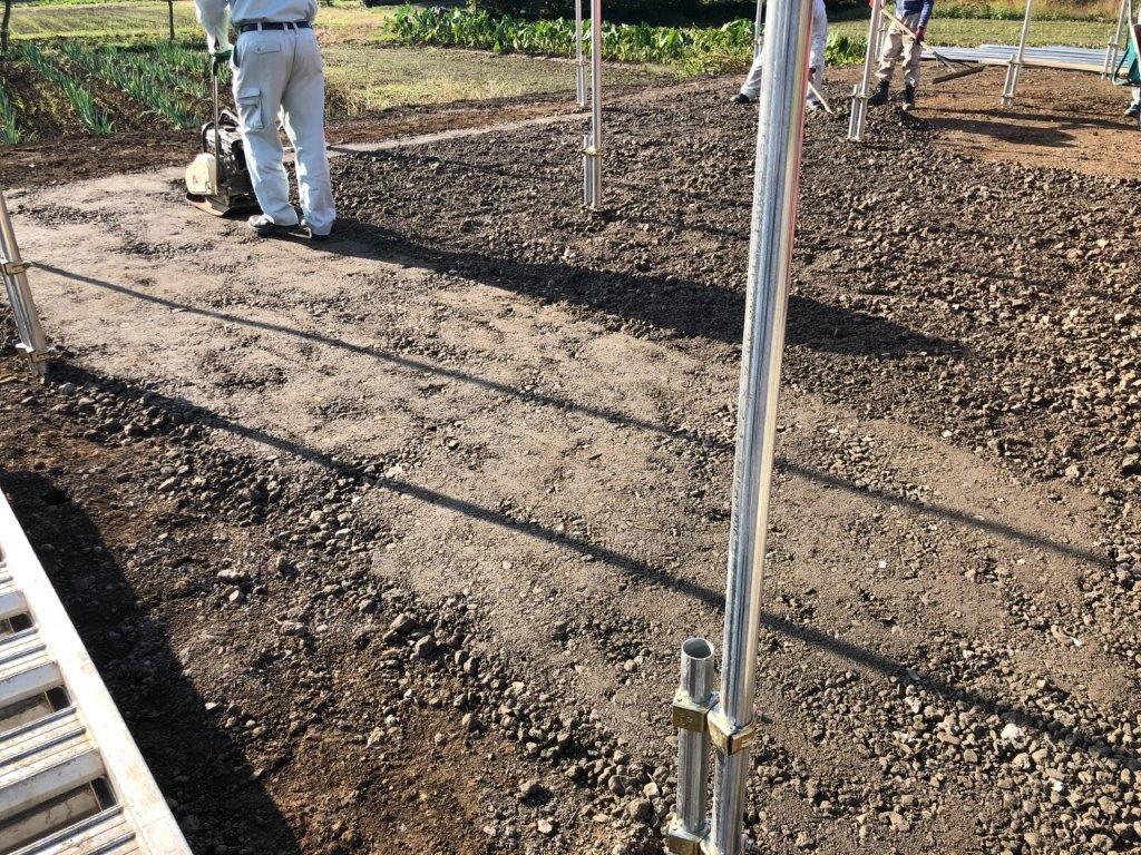 農耕車用の車庫造成に伴う杭打ち作業|埼玉県川島町のY様邸にて施工中