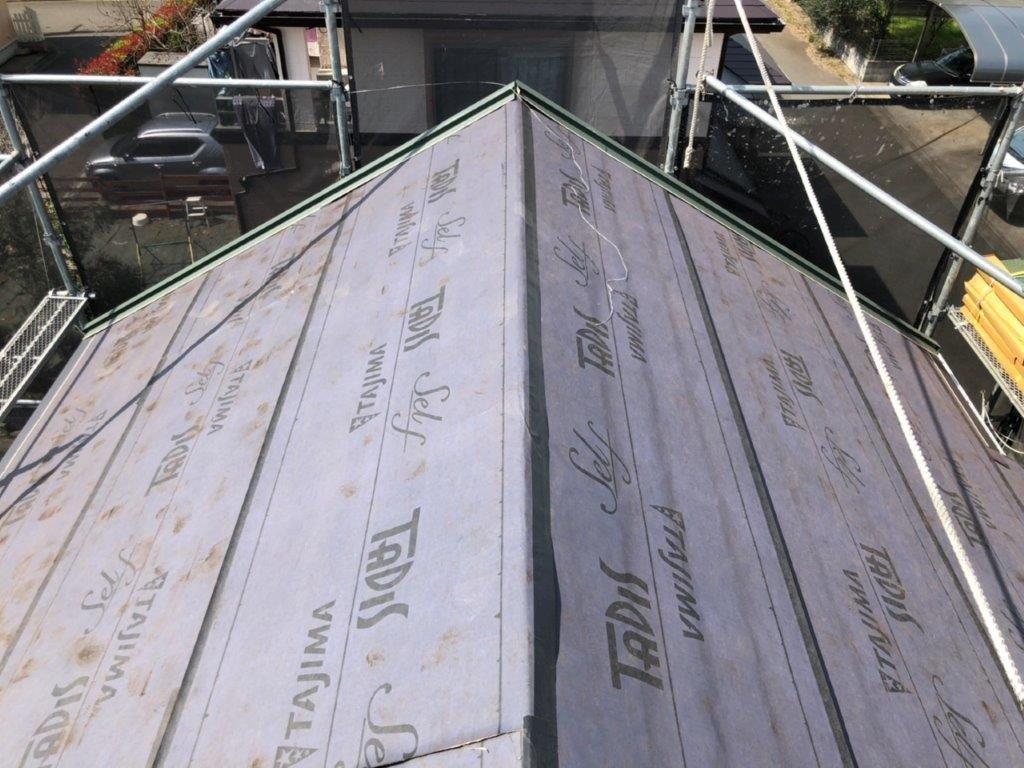 金属屋根の葺き替え中