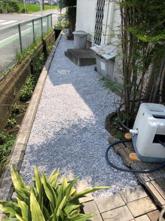 雑草対策に伴う敷石工事|川越市のN様邸にて家廻りの外構工事