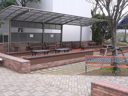 大学キャンパス内のベンチ補修工事 埼玉県の某大学