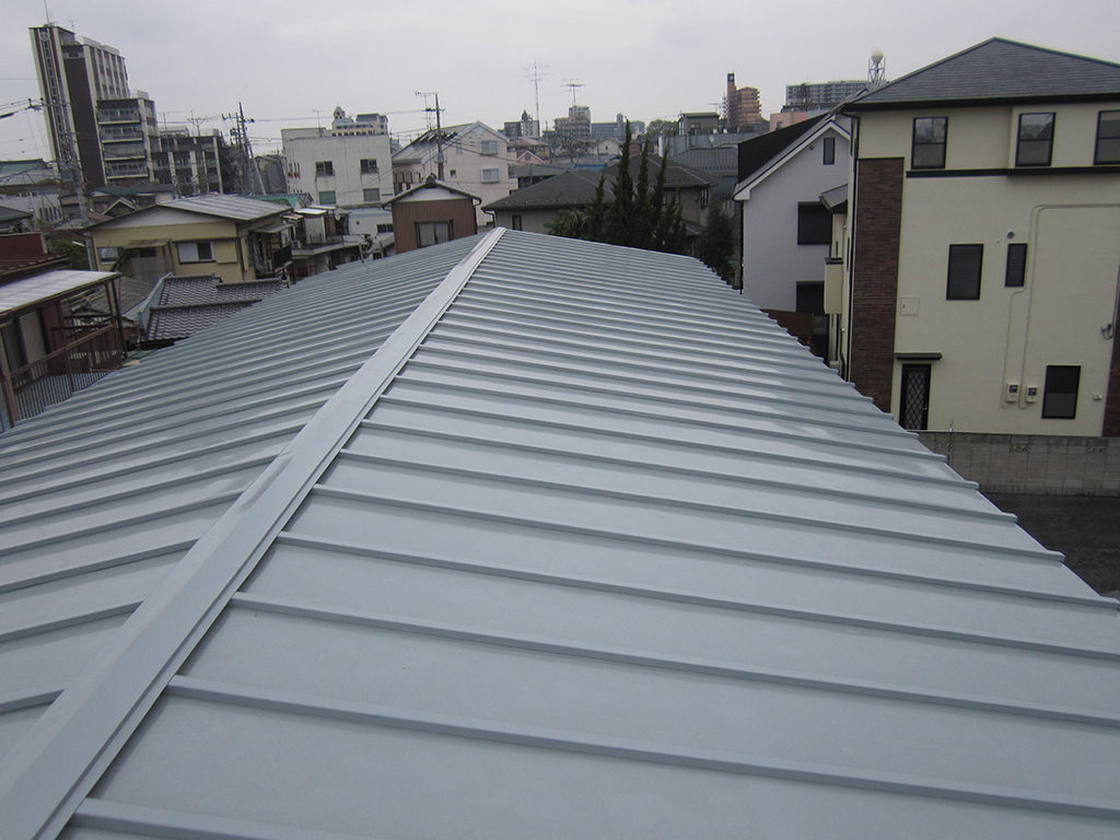 ガルバリウム鋼板の屋根の葺き替えリフォーム|埼玉県川越市の某アパート