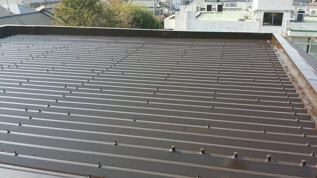 折板屋根の塗装工事(錆止め・上塗り)|埼玉県川越市新宿のT様邸にて塗り替えリフォーム