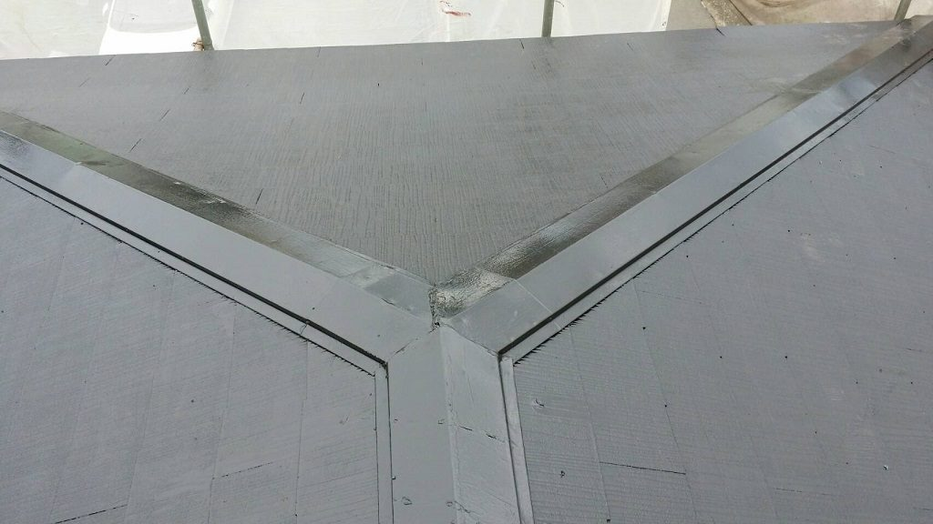 コロニアル屋根の塗装工事(錆止め・上塗り)|千葉県我孫子市のG様邸にて塗り替えリフォーム