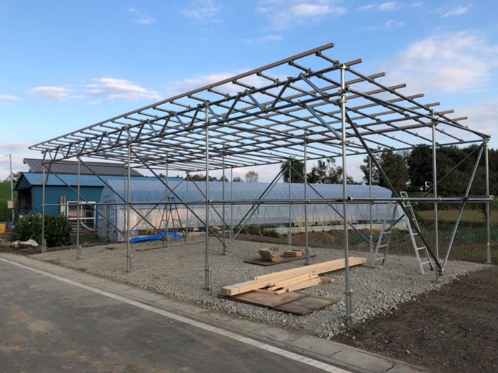 農耕車用の車庫造成に伴う屋根の下地組み|埼玉県川島町のY様邸にて施工中